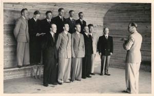 Lauluveikot laululavalla 1951. Kuva: Aarne Harjukarin albumista