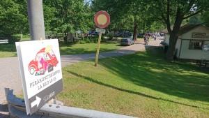 Peräkonttikirppikset pidettiin Kanavan Helmen ja joen välisellä alueella neljänä lauantaina. Paikka oli sopivasti auringolta suojassa. Myyjiä sekä asiakkaita riitti.